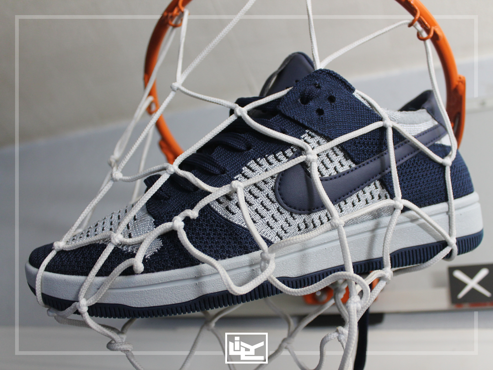 Dunk Flyknit - College Navy Grey.png