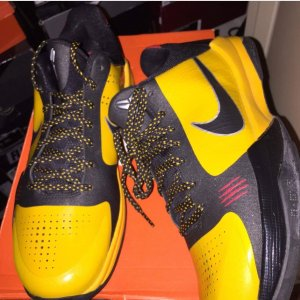 finest selection 22431 10aca Did the Nike Zoom Kobe 5 Bruce Lee ever come with laces like ...